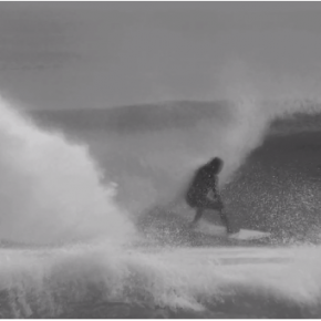 "Surfen in Spanien:  Aritz Aranburu in ""Grainy Mundaka"""