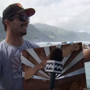 Billabong Pro Tahiti 2012 - Ricardo Dos Santos bekommt Andy Irons Award
